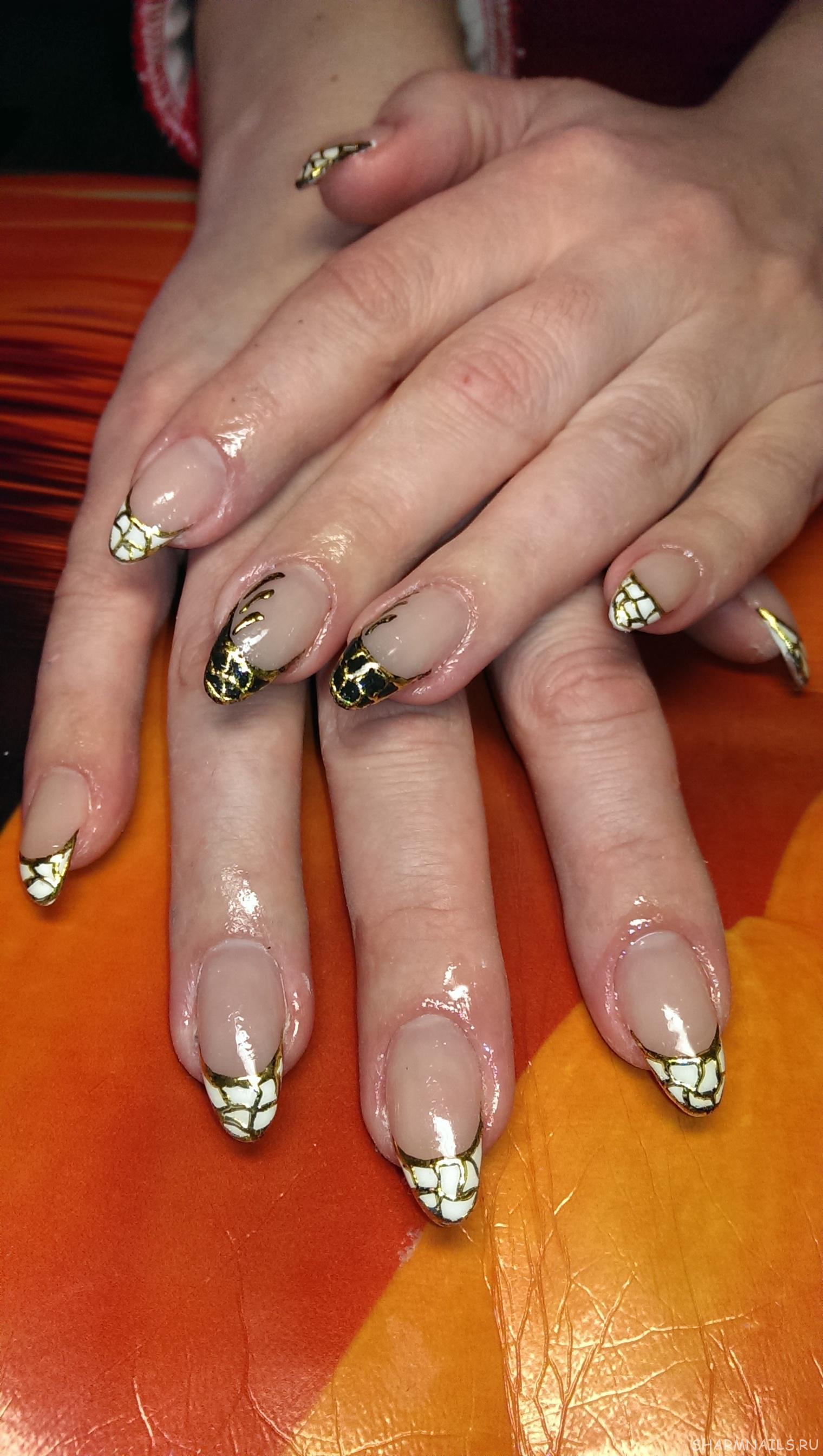Ногти дизайн красный френч с золотом